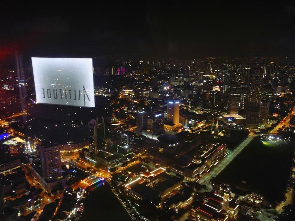 Singapore, dove il cielo é più vicino e le stelle sono più lontane Visitare Singapore e non andare su un rooftop è unpo' come andare alle Maldive e non fare snorkeling