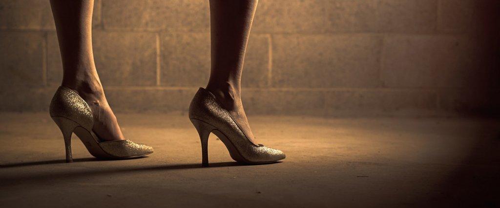 donna con tacchi alti