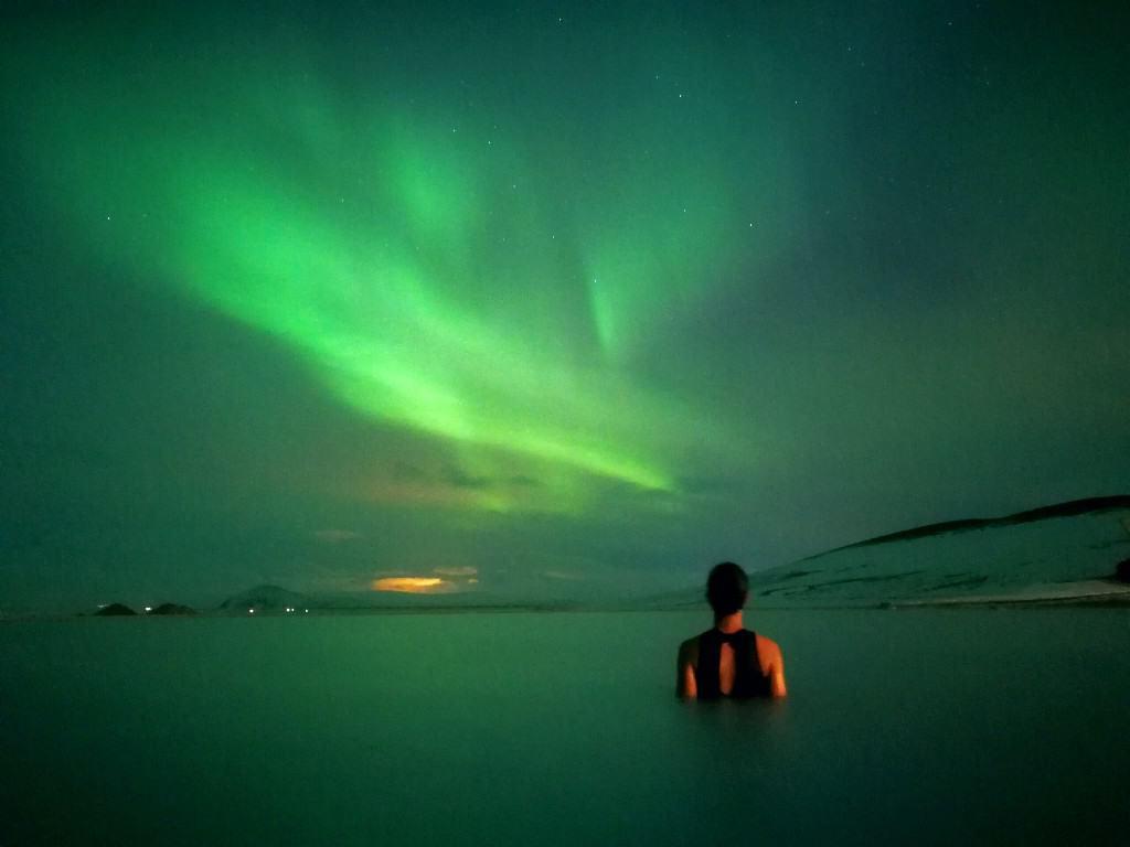 Quando vedi l'aurora in Islanda Un mondo di sensazioni ed emozioni tutte insieme che ti colpiscono forte