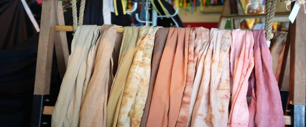 stoffa sari storia del tradizionale vestito indiano e istruzioni per l'uso