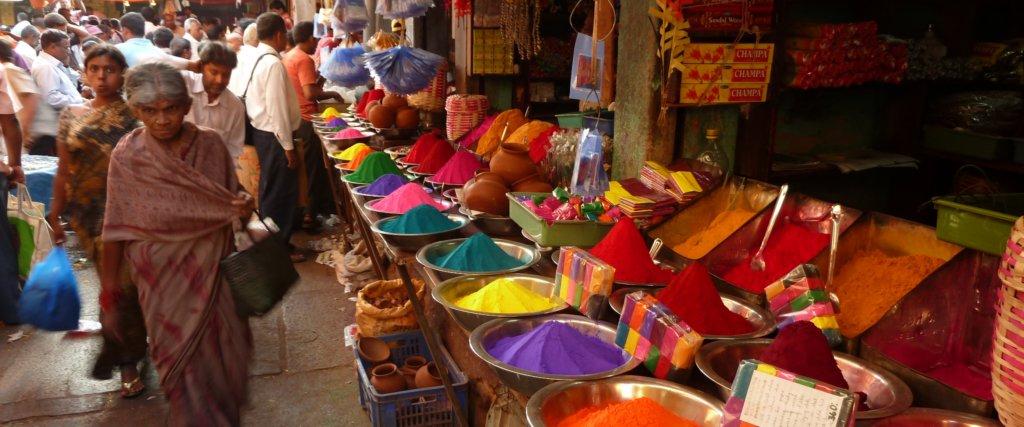 partire a marzo: holi in India