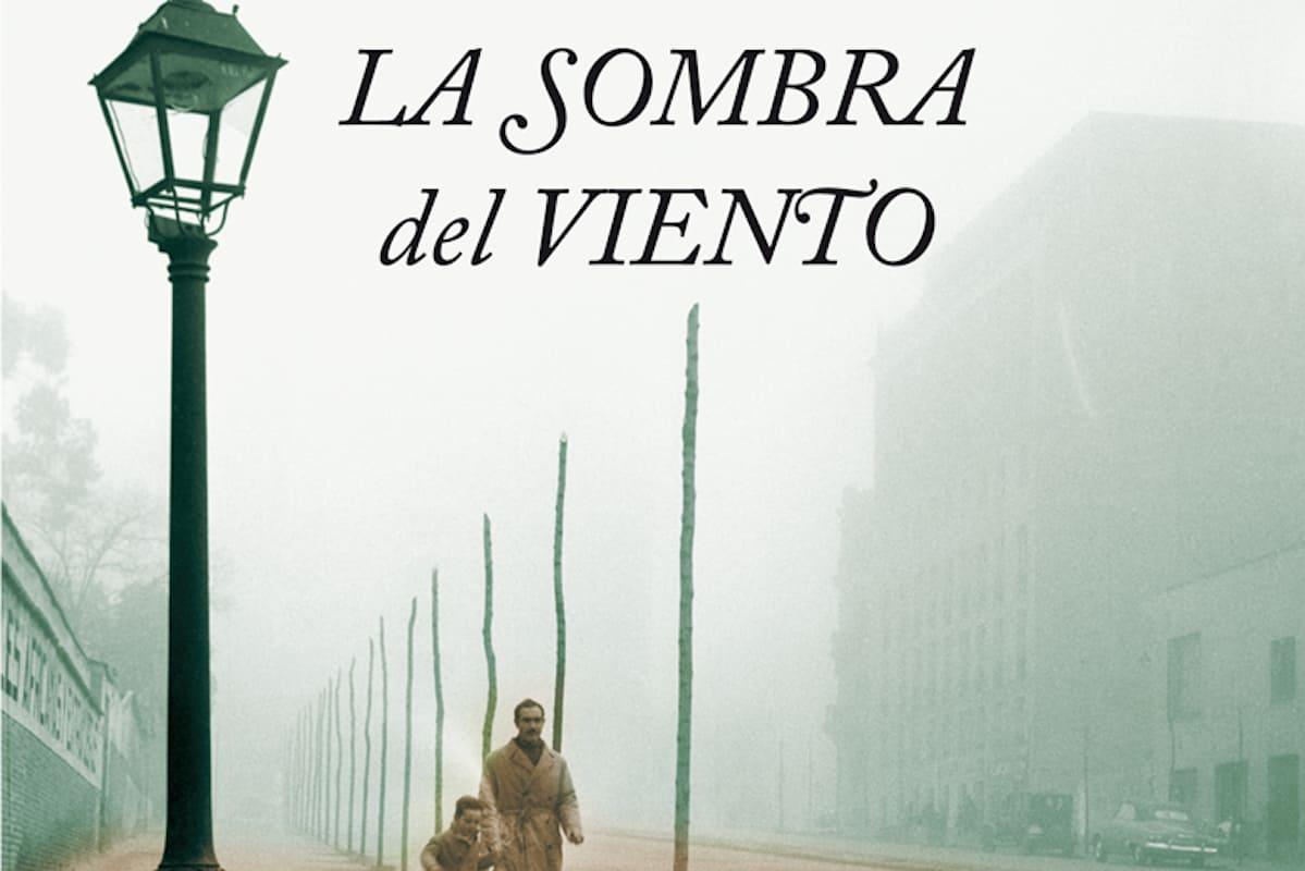 L'ombra del vento di Carlos Ruiz Zafón  Tra magia e storia: un libro imperdibile per il tuo viaggio in Spagna